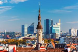 Hoje o contraste entre o antigo e o moderno, Tallinn, Estônia