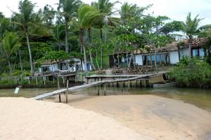 Bangalôs e o restaurante da praia