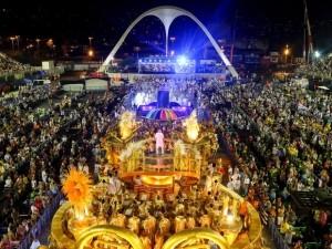 Desfile de Escola de Samba no Sambódromo