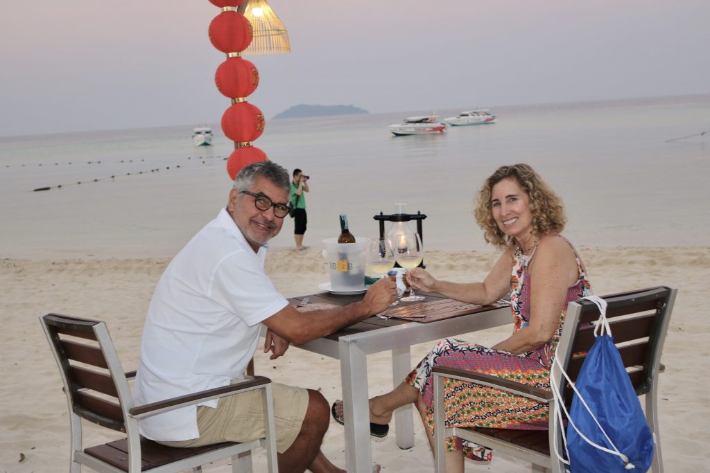 Sawasdee Restaurant, Laem Tong Beach, Tailândia