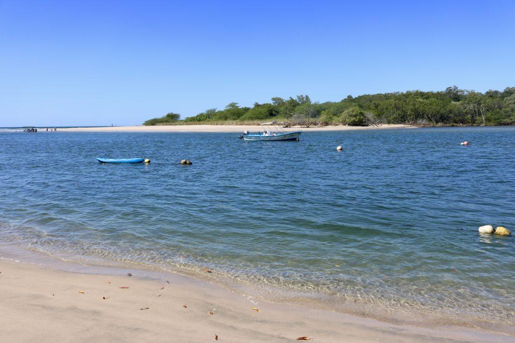 Rio Matapalo, separa a Praia Tamarindo da Praia Grande. Cuidado, tem crocodilos!