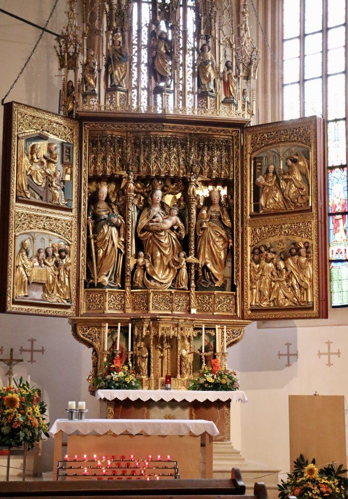interior da Igreja Católica Parish of the Assumption em Hallstatt