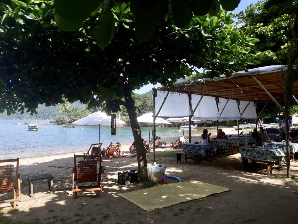 Quiosque São Francisco, na praia Grande em Paraty, Rio de Janeiro, Brasil