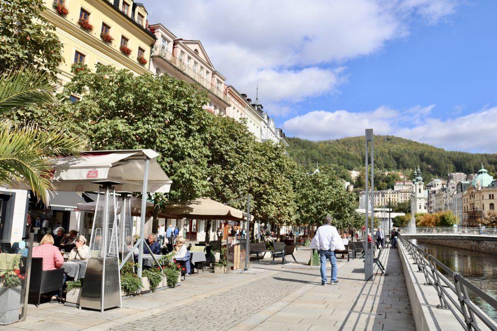 Stará Louka, rua de pedestres em Karlovy Vary, República Tcheca