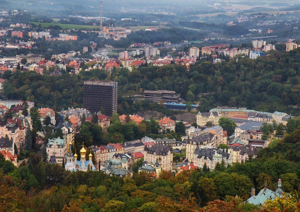 Vista do Mirante Diana (Rozhledna Diana) em Karlovy Vary, República Tcheca